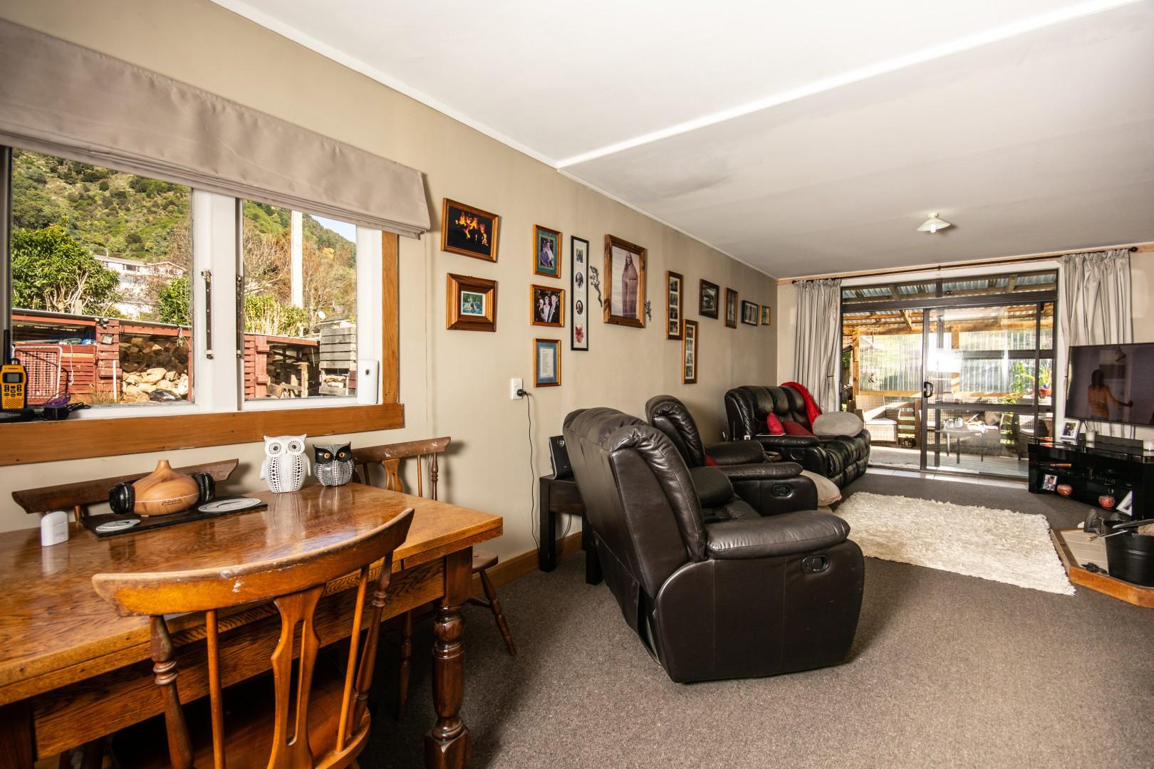 52 Wairau Road, Picton #6 -- listing/10321/e-v6.jpeg