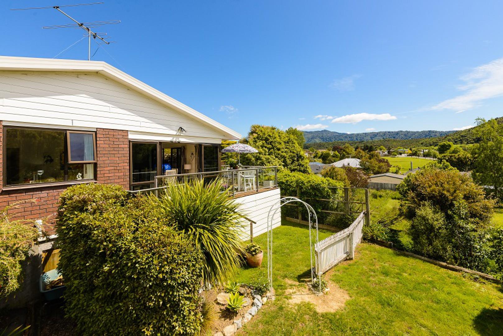 243a Waikawa Road, Picton #12 -- listing/10648/k-v2.jpeg