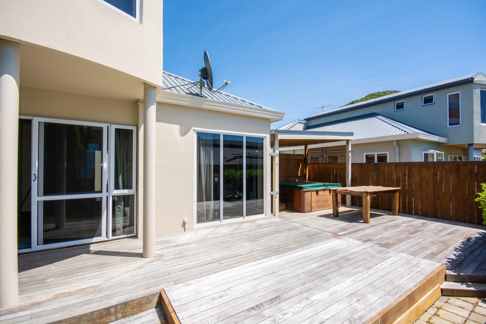 27a Beach Road, Waikawa #4 -- listing/10925/c-v2.jpeg