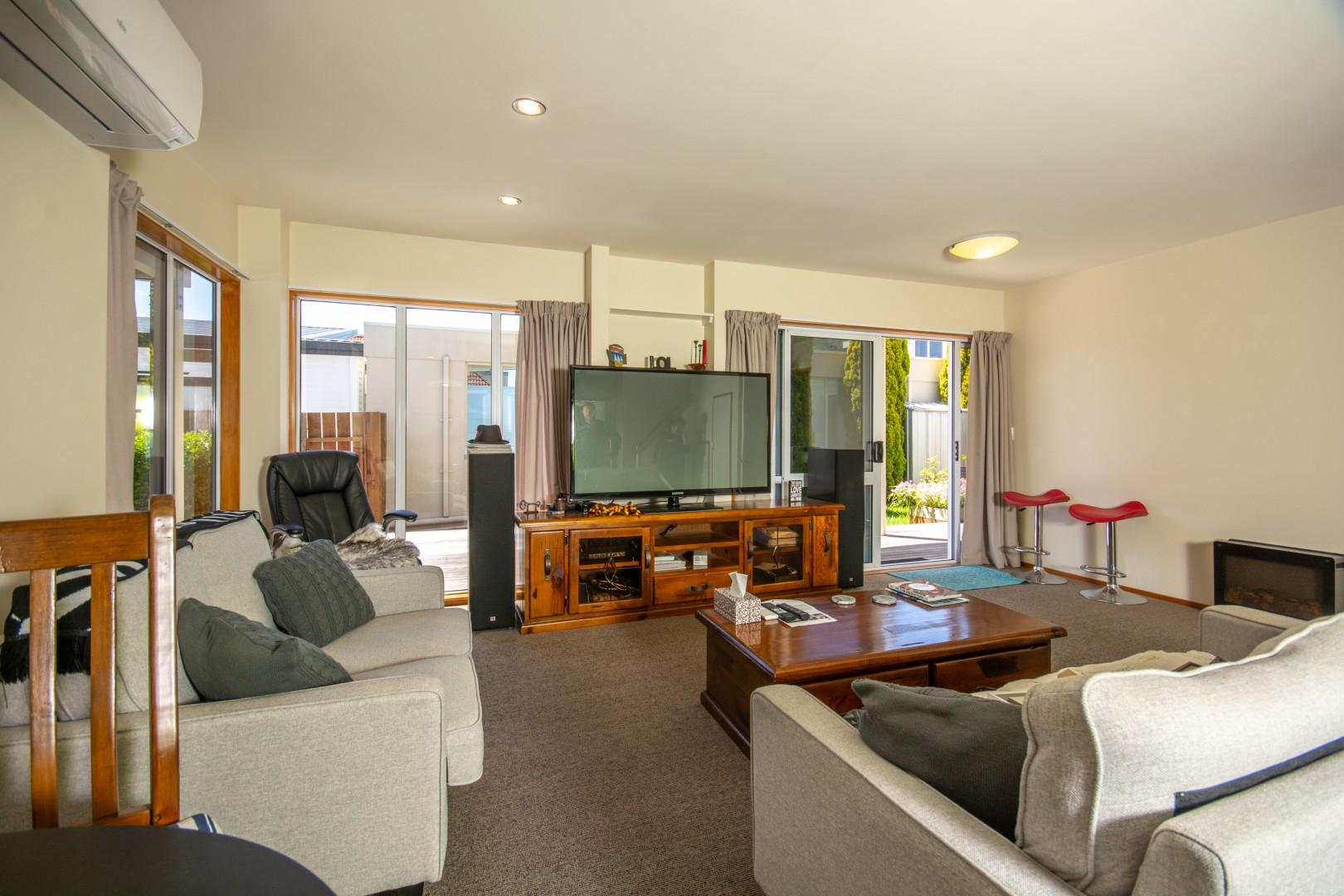 27a Beach Road, Waikawa #8 -- listing/10925/g-v2.jpeg