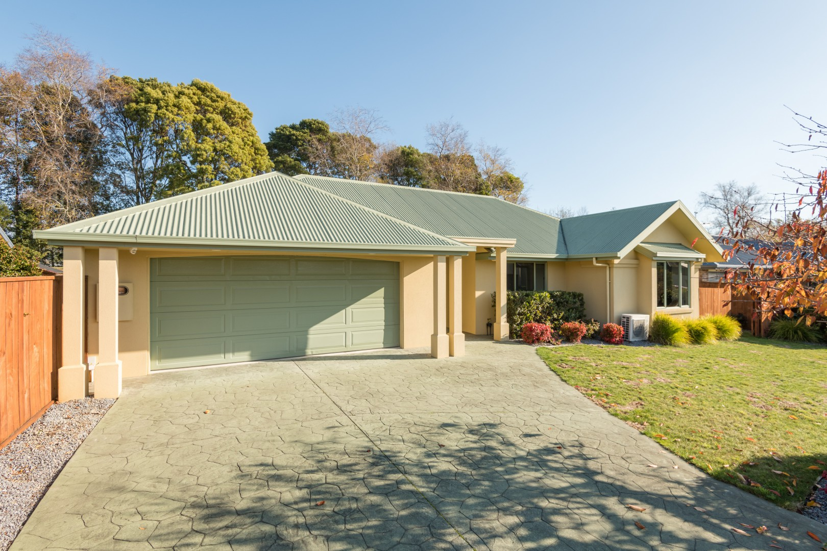 28 Heritage Crescent, Richmond #2 -- listing/11175/a-v3.jpeg