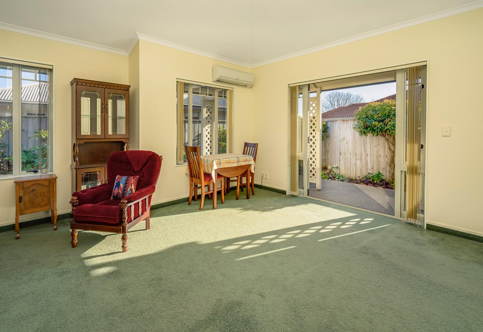 3 Strawberry Grove, Richmond #8 -- listing/11185/g-v3.jpeg