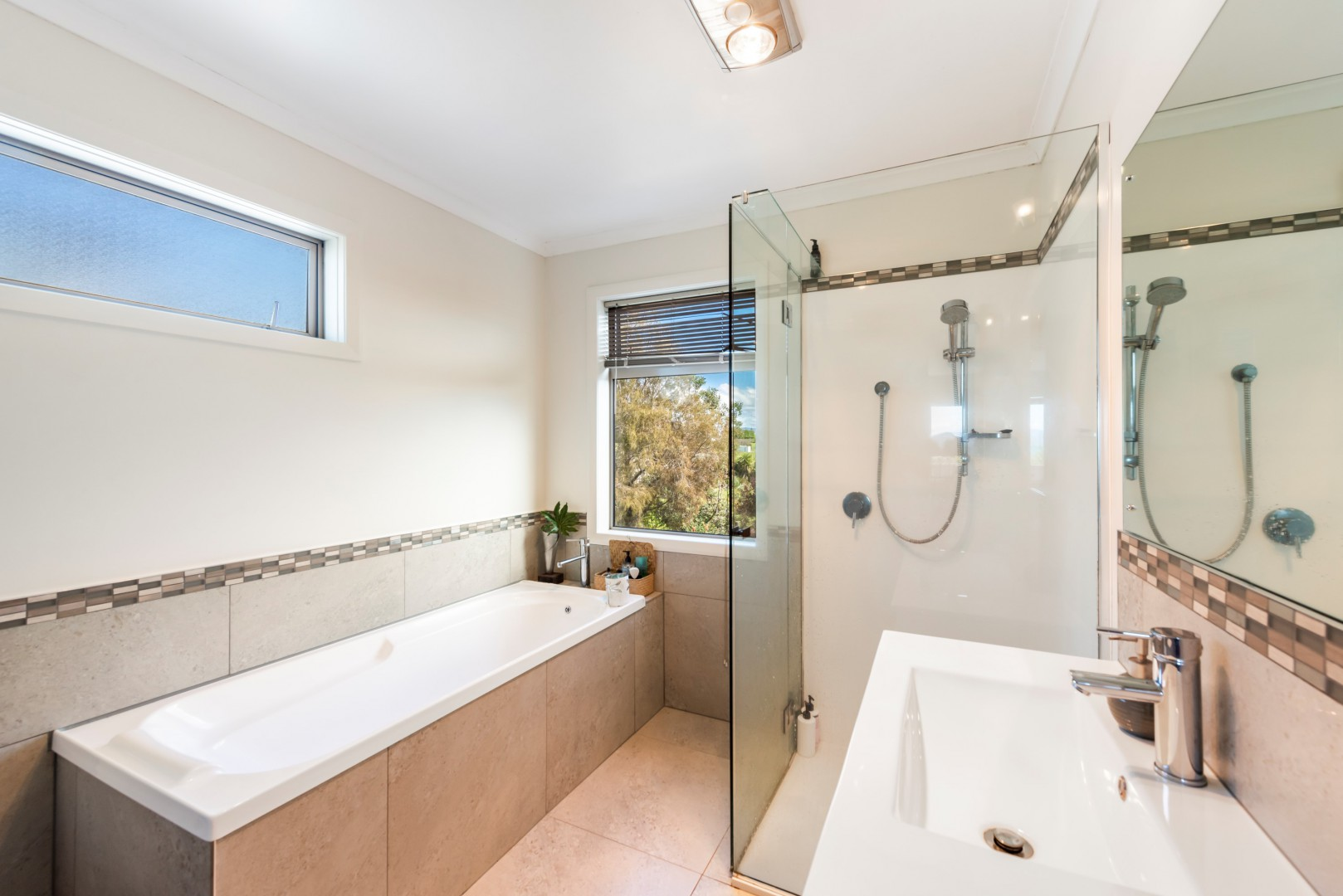 10 Cliff Road, Tasman #7 -- listing/11515/f-v3.jpeg