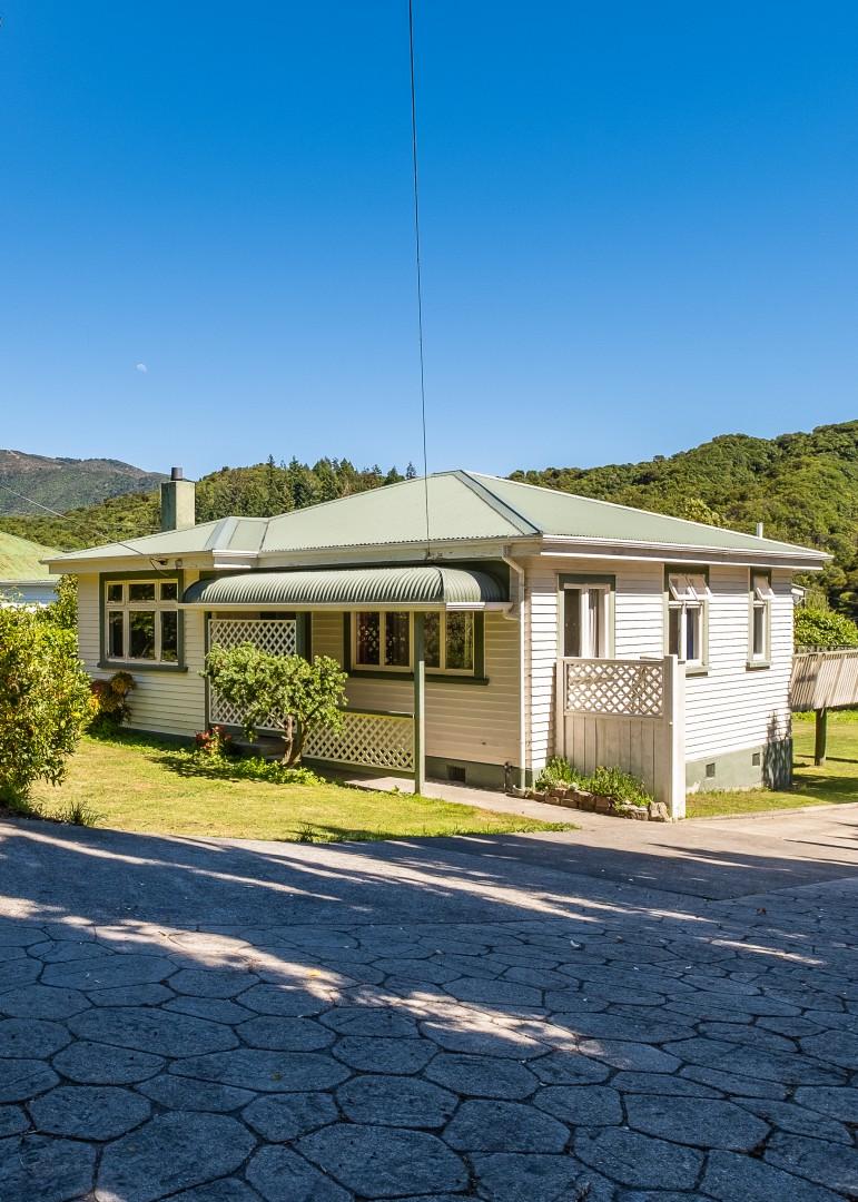 139 Waikawa Road, Picton #10 -- listing/12022/i-v3.jpeg