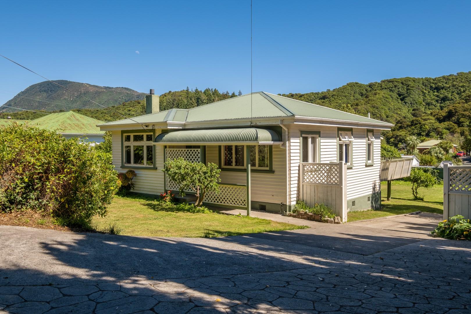 139 Waikawa Road, Picton #12 -- listing/12022/k-v3.jpeg