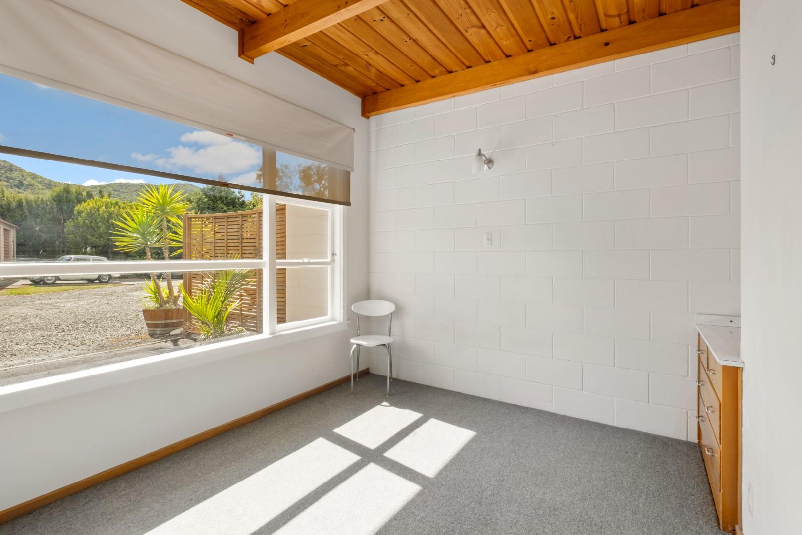 Flat 5, 209 Waikawa Road, Waikawa #11 -- listing/12114/j.jpeg