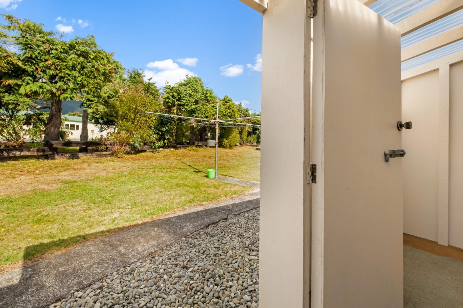 Flat 5, 209 Waikawa Road, Waikawa #17 -- listing/12114/q.jpeg
