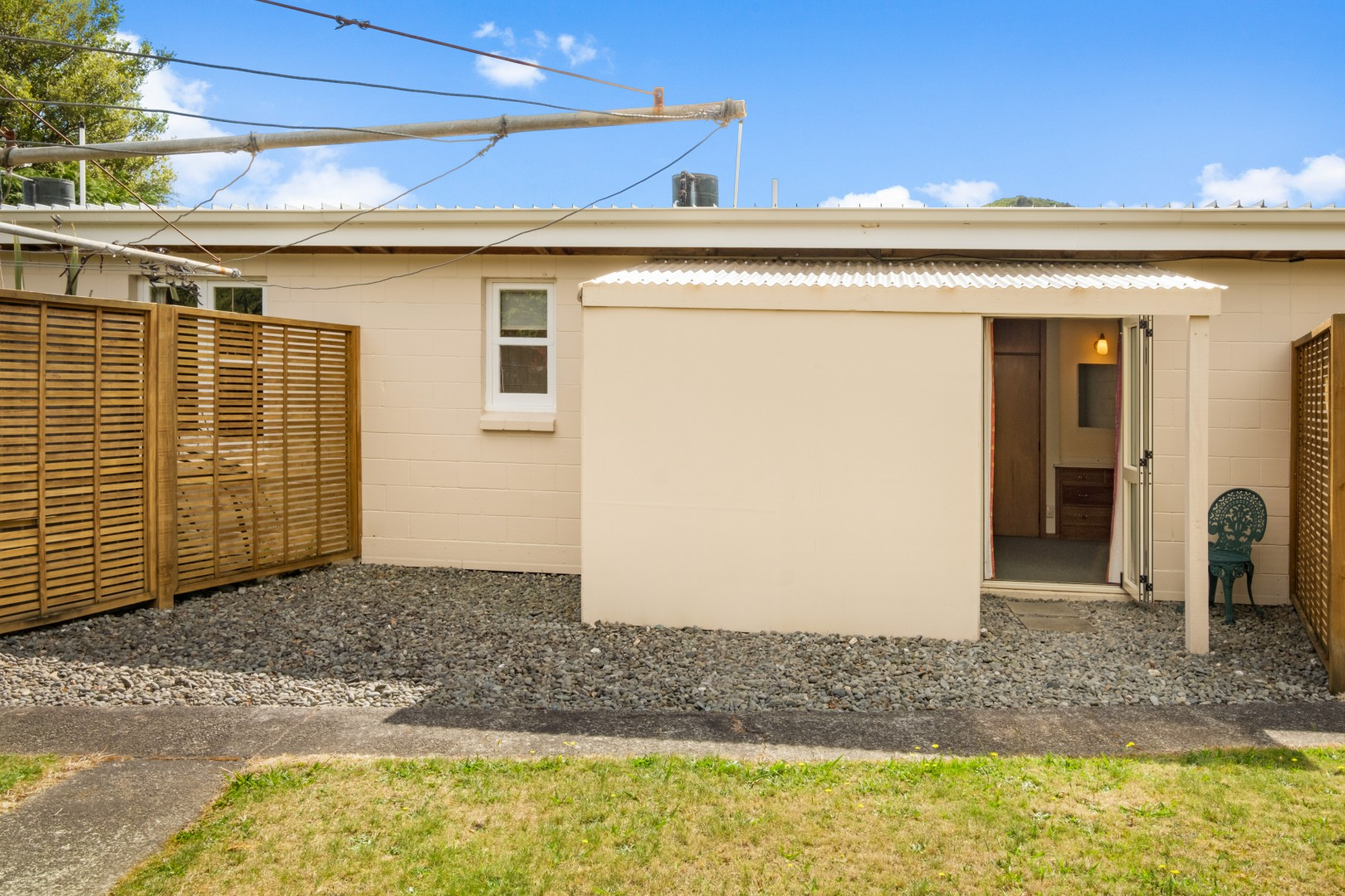 Flat 5, 209 Waikawa Road, Waikawa #18 -- listing/12114/r.jpeg