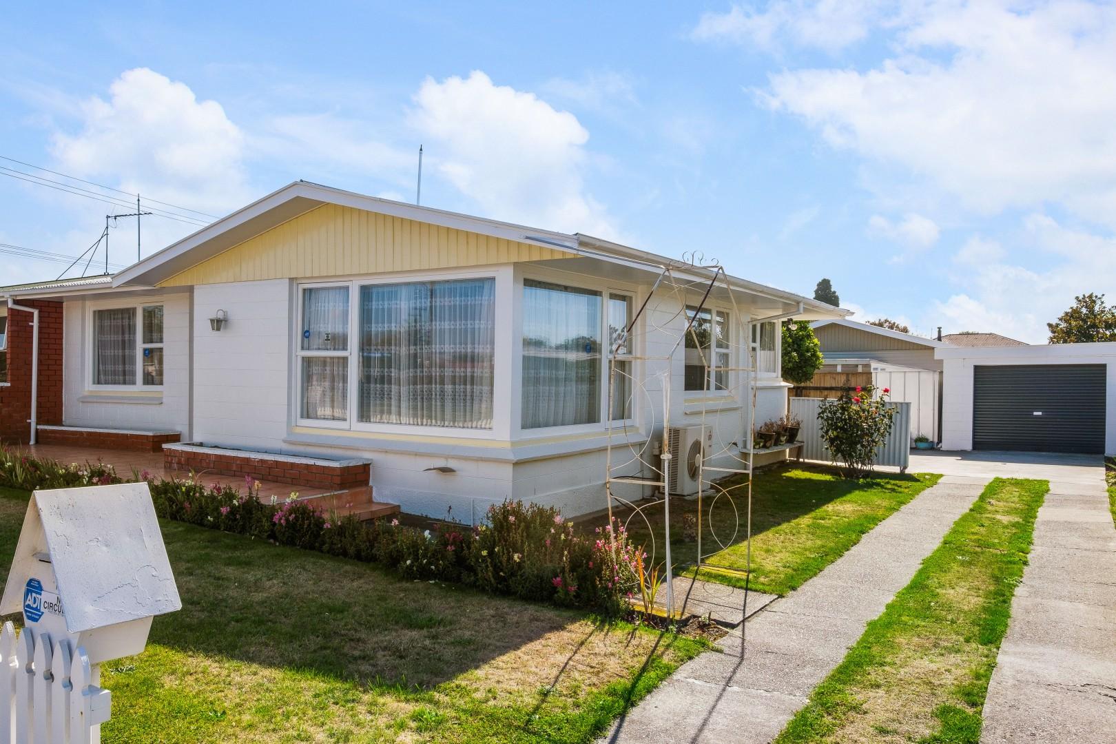 2/1 Newbourne Crescent, Redwoodtown #3 -- listing/12165/b.jpeg