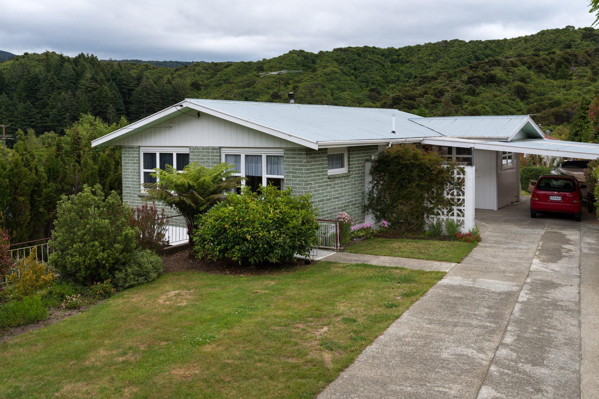 141 Waikawa Road, Picton #1 -- listing/4473/m.jpeg