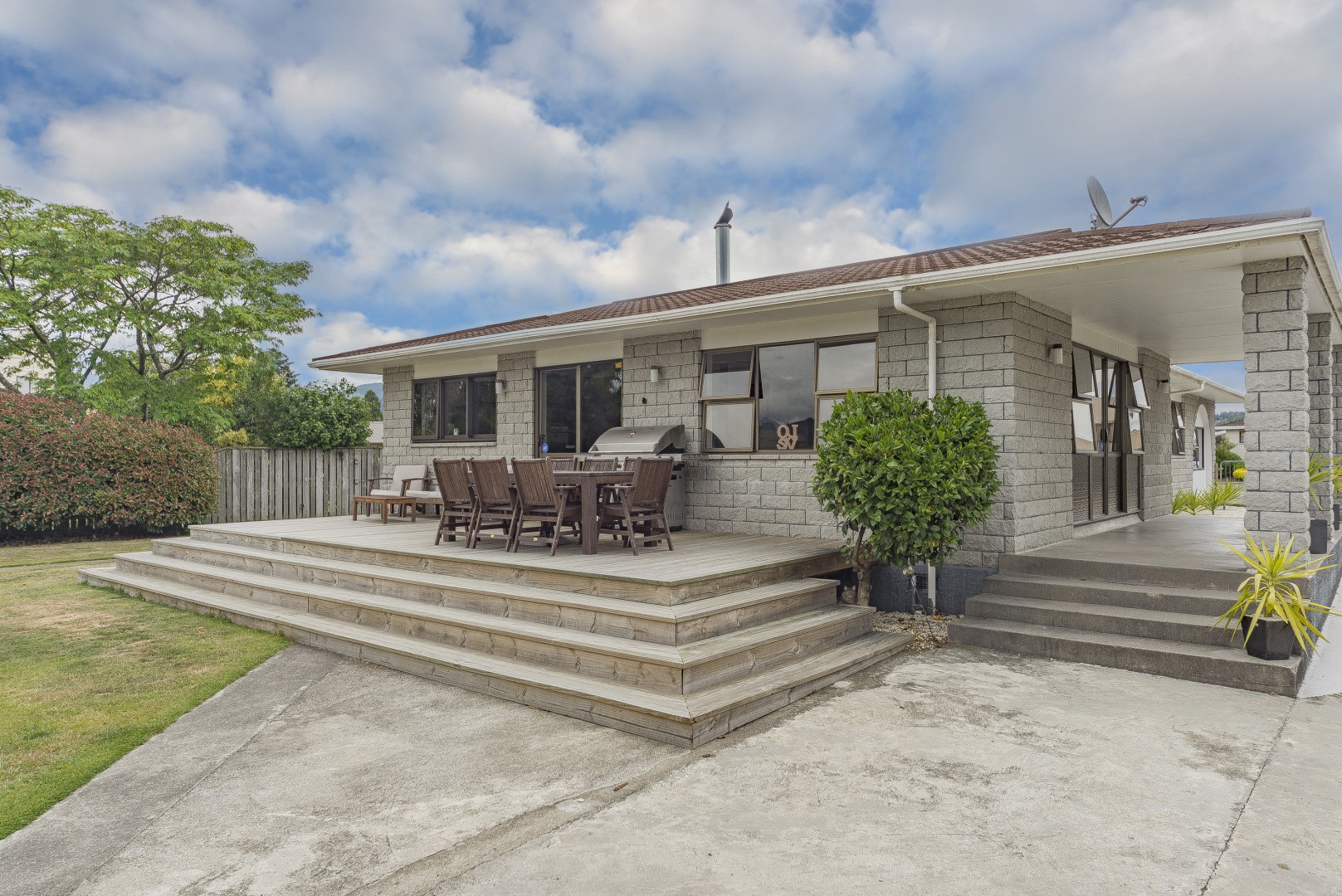 6 Anslow Place, Wakefield #1 -- listing/4489/m.jpeg