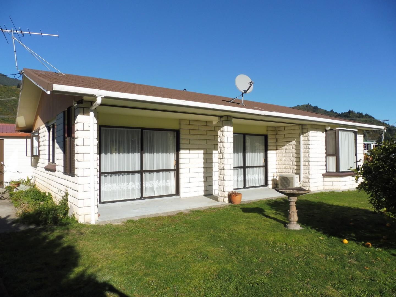 239 Waikawa Road, Waikawa #3 -- listing/5686/b.jpeg