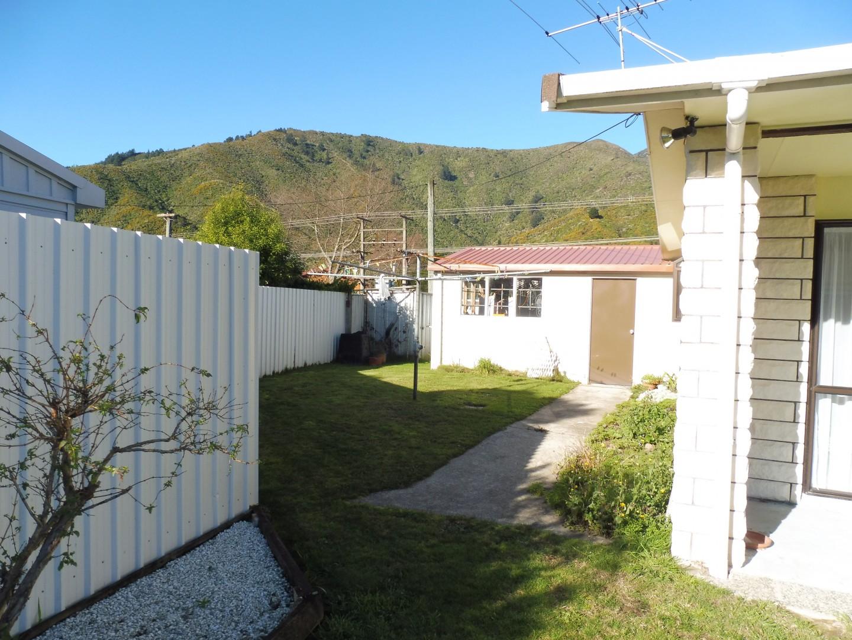 239 Waikawa Road, Waikawa #4 -- listing/5686/c.jpeg