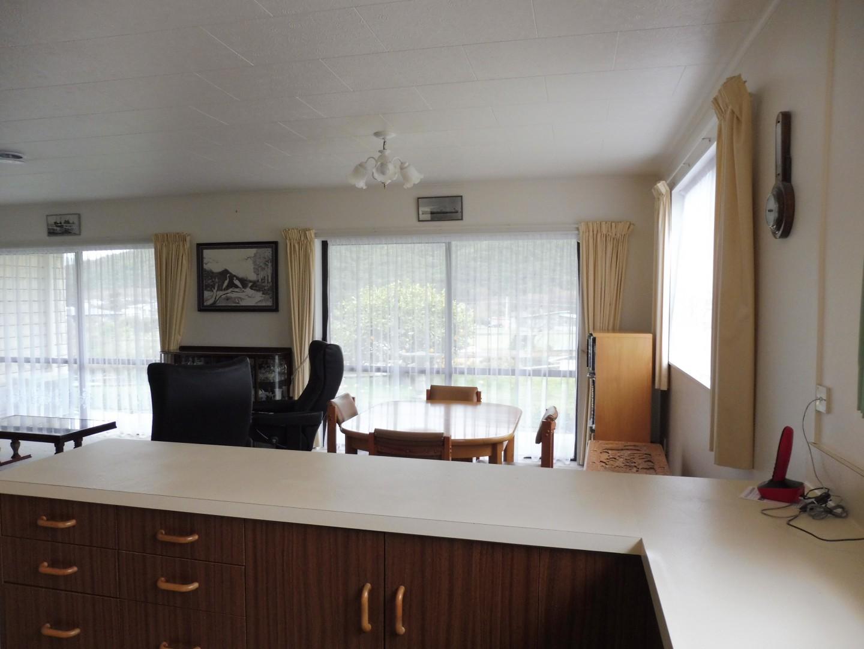 239 Waikawa Road, Waikawa #8 -- listing/5686/g.jpeg
