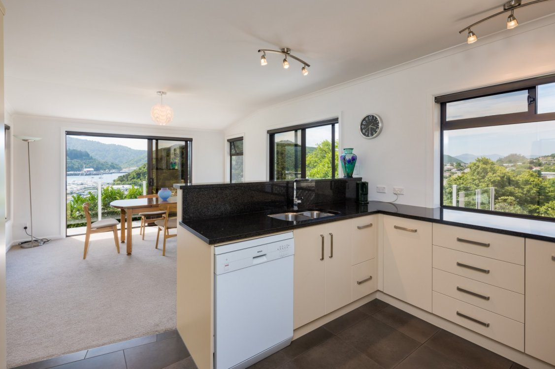 26 Seaview Crescent, Picton #8
