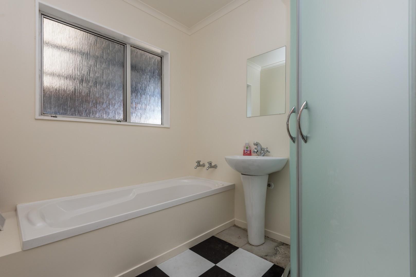 6 Windlesham Place, Wakefield #16 -- listing/9172/p.jpeg