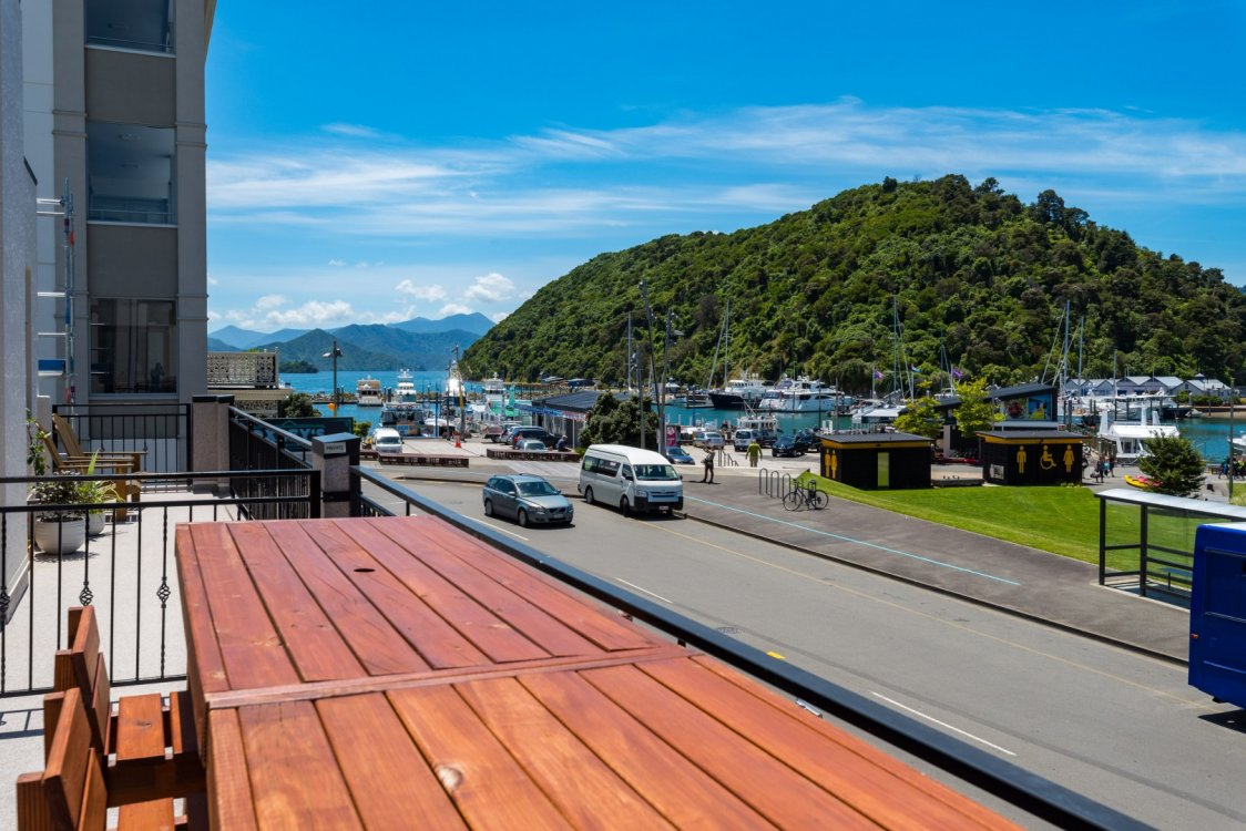 6/17a Wellington Street, Picton #3