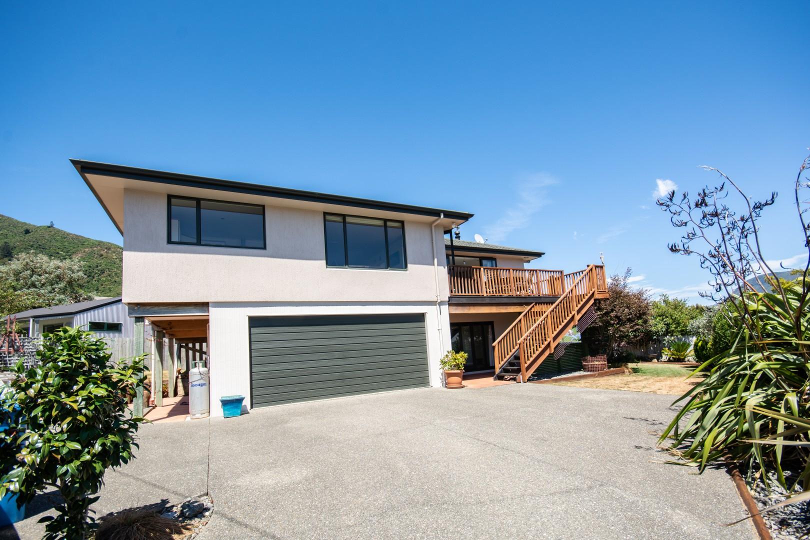 16 Waimarama Street, Waikawa #2 -- listing/9809/a.jpeg