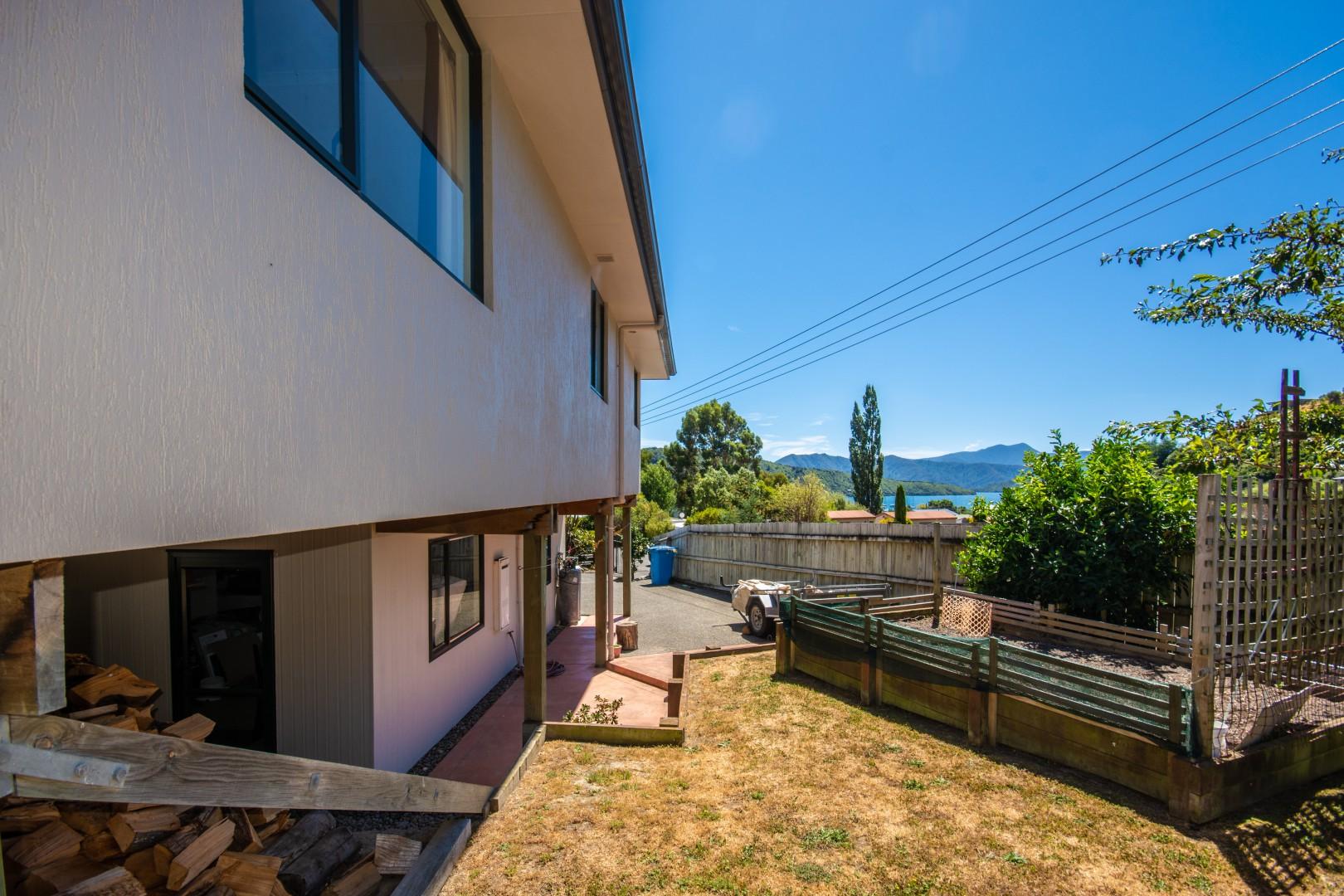 16 Waimarama Street, Waikawa #18 -- listing/9809/r.jpeg